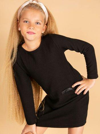 Czarna sukienka dla dziewczynki z imitacją kieszeni