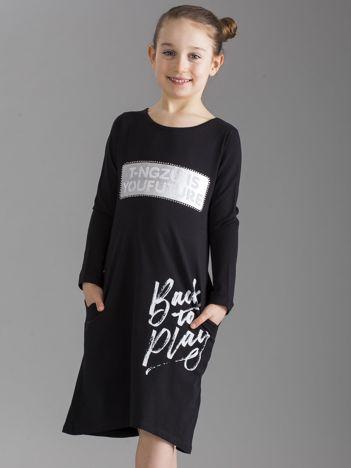 Czarna sukienka dziecięca z napisami