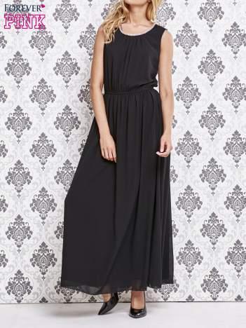 Czarna sukienka maxi z biżuteryjnym dekoltem