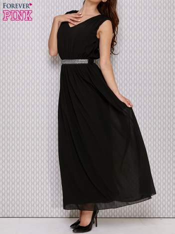 Czarna sukienka maxi z biżuteryjnym pasem