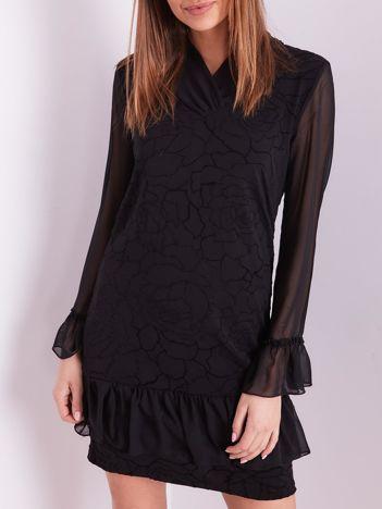 Czarna sukienka w delikatny kwiatowy wzór