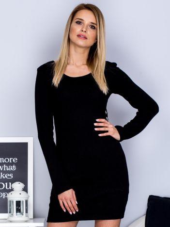 Czarna sukienka w prążek z kółeczkami