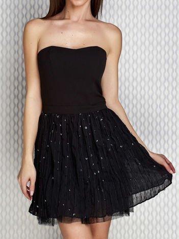 Czarna sukienka wieczorowa z tiulową spódnicą