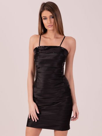 Czarna sukienka z cekinowymi modułami