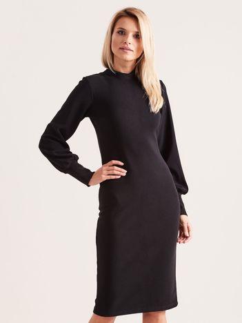 Czarna sukienka z długim rękawem