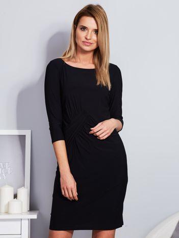 Czarna sukienka z drapowaniem