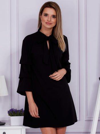 Czarna sukienka z marszczonymi rękawami