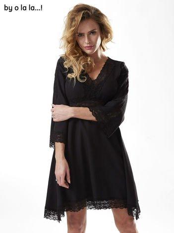Czarna sukienka z szerokimi rękawami BY O LA LA