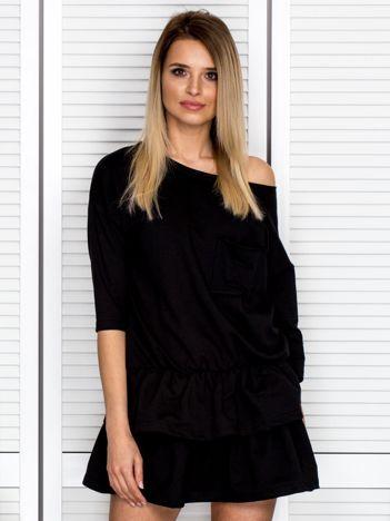 Czarna sukienka z warstwowymi falbanami