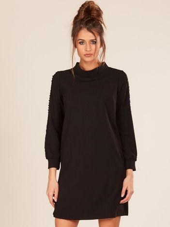 Czarna sukienka ze stójką