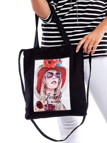 Czarna torba bawełniana z motywem kobiety i dżetami
