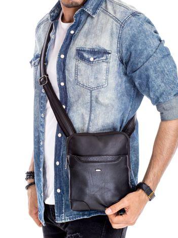 Czarna torba męska z zewnętrzną kieszonką