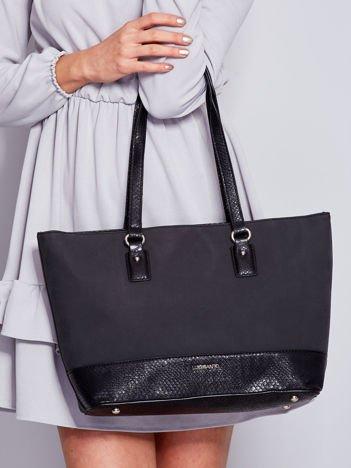 Czarna torba shopper z motywami skóry węża