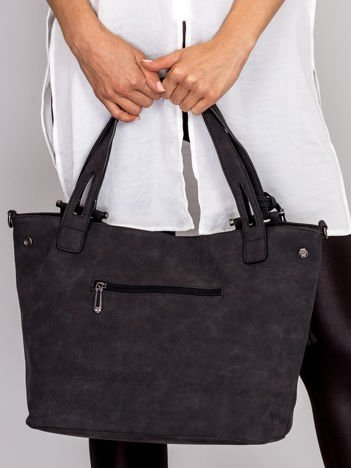 Czarna torba z ażurowaniem