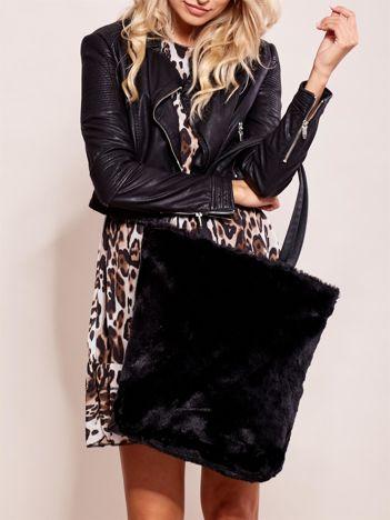 Czarna torba z futerkiem