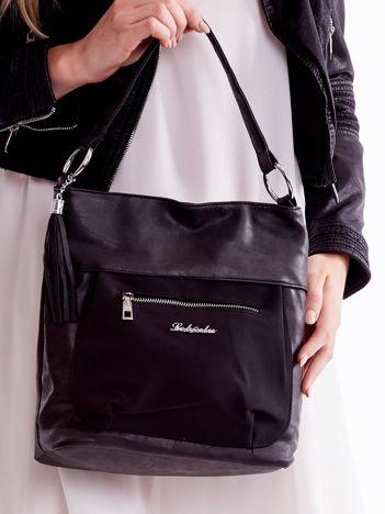 Czarna torba z kieszeniami i chwostem