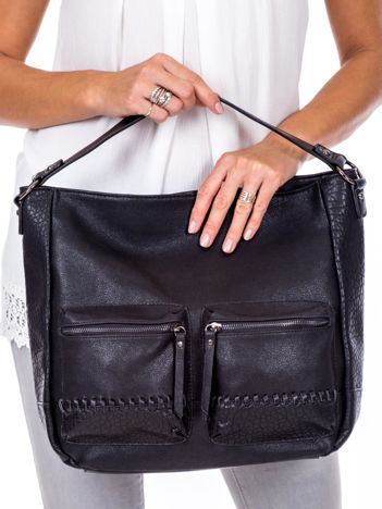 Czarna torba z ozdobnymi kieszeniami