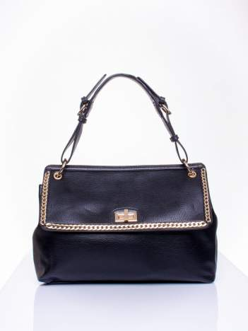Czarna torebka kuferek ze złotym łańcuszkiem