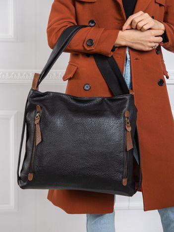 Czarna torebka z paskiem