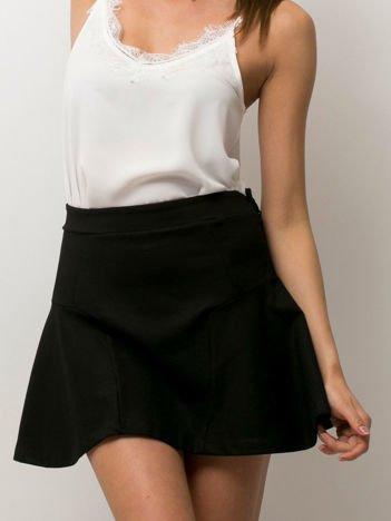 Czarna trapezowa spódnica mini