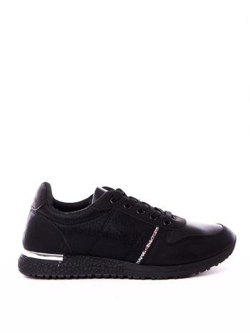 Czarne buty portowe z mieniącą poświatą i brokatowym paskiem na boku