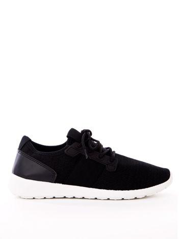 Czarne buty sportowe z błyszczącą nitką