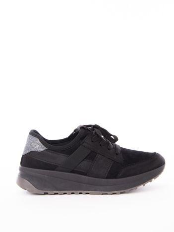 Czarne buty sportowe z brokatową wstawką na tyle cholewki
