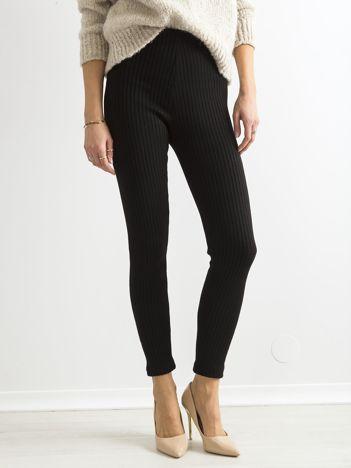 Czarne ciepłe dzianinowe legginsy