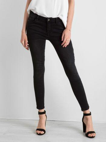 Czarne jeansowe rurki z suwakami