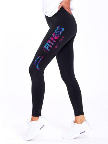 Czarne legginsy sportowe z kolorowym nadrukiem