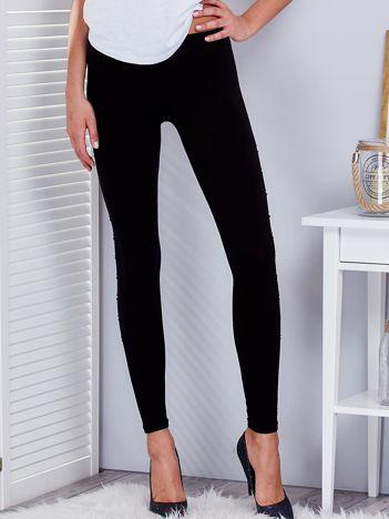Czarne legginsy z rozcięciami