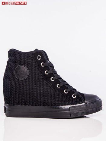 Czarne materiałowe sneakersy BIG STAR z tłoczoną fakturą i okrągłym logo na boku cholewki