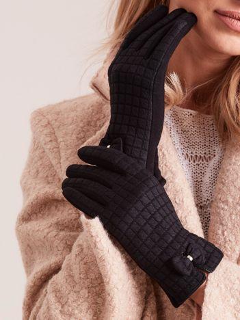 Czarne rękawiczki w kratkę