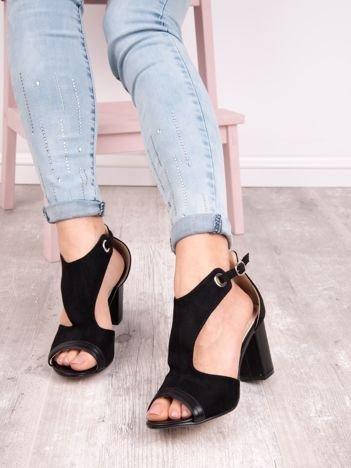 Czarne sandały SABATINA na słupku z wciętą cholewką