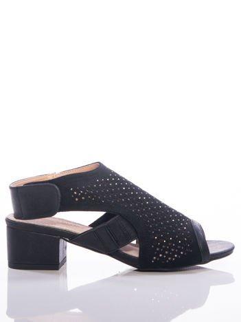 Czarne sandały Sabatina z ażurową cholewką i błyszczącymi dżetami