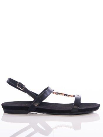 Czarne sandały Sabatina z ozdobnymi blaszkami na przodzie