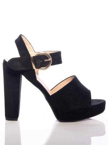 Czarne sandały na wysokim słupku i podwyższonej platfomie, z ozdobną złotą sprzączką