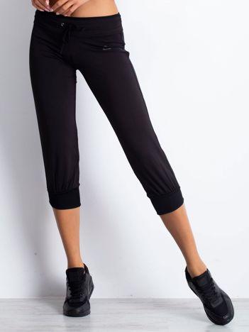 Czarne spodnie damskie capri z troczkami