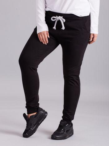 Czarne spodnie dresowe PLUS SIZE