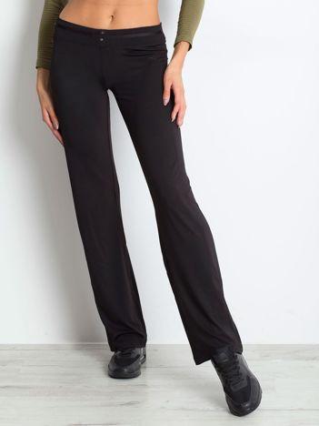 Czarne spodnie dresowe z guzikami