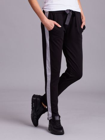 Czarne spodnie dresowe z jasnoszarym lampasem