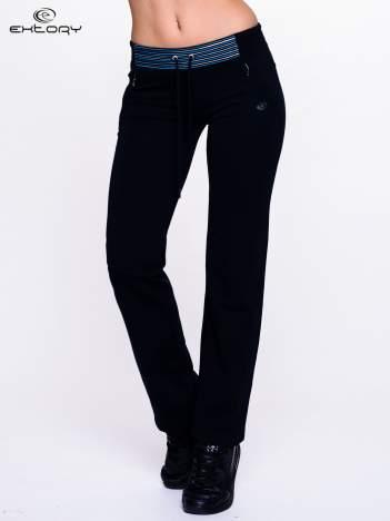 Czarne spodnie dresowe z turkusową wstawką