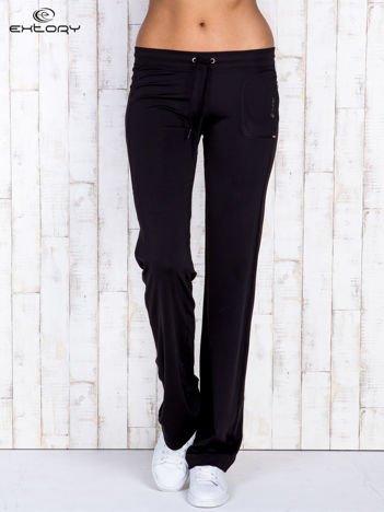 Czarne spodnie dresowe ze sznureczkiem i wszytą kieszenią