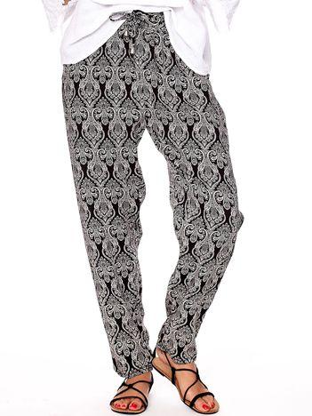 Czarne spodnie w ornamentowe wzory