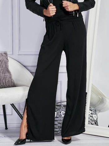 Czarne spodnie z rozcięciami