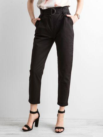 Czarne spodnie z wysokim stanem i paskiem