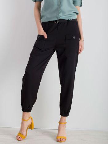 Czarne spodnie ze ściągaczami
