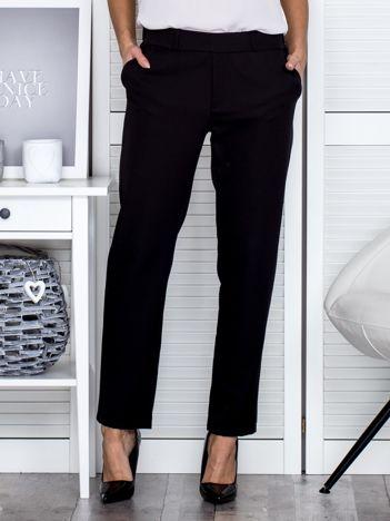 Czarne spodnie ze skórzanym lampasem