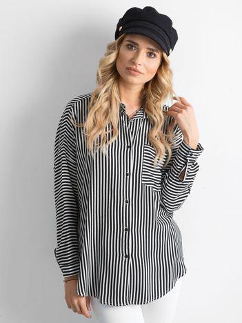 Czarno-biała koszula w paski