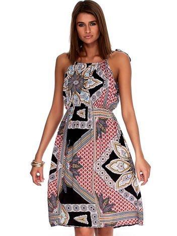 Czarno-koralowa wzorzysta sukienka z marszczeniem